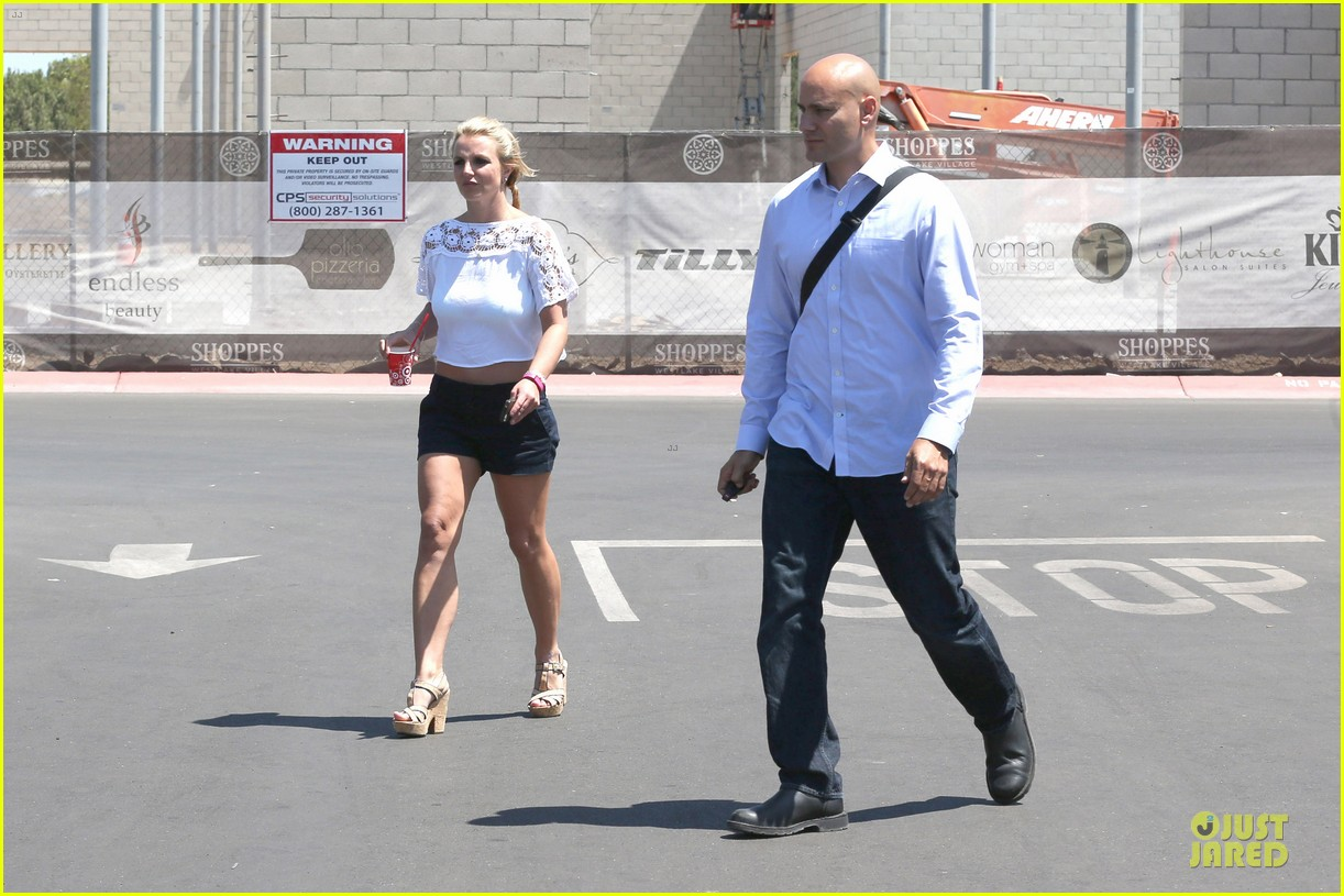 britney spears dumps ice on manager larry rudolph 073181108