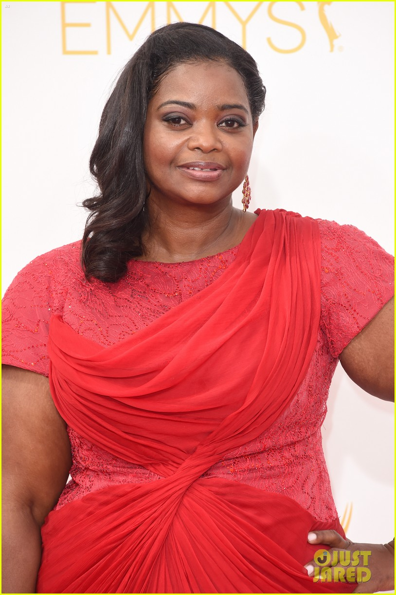 octavia spencer emmy awards red carpet 02