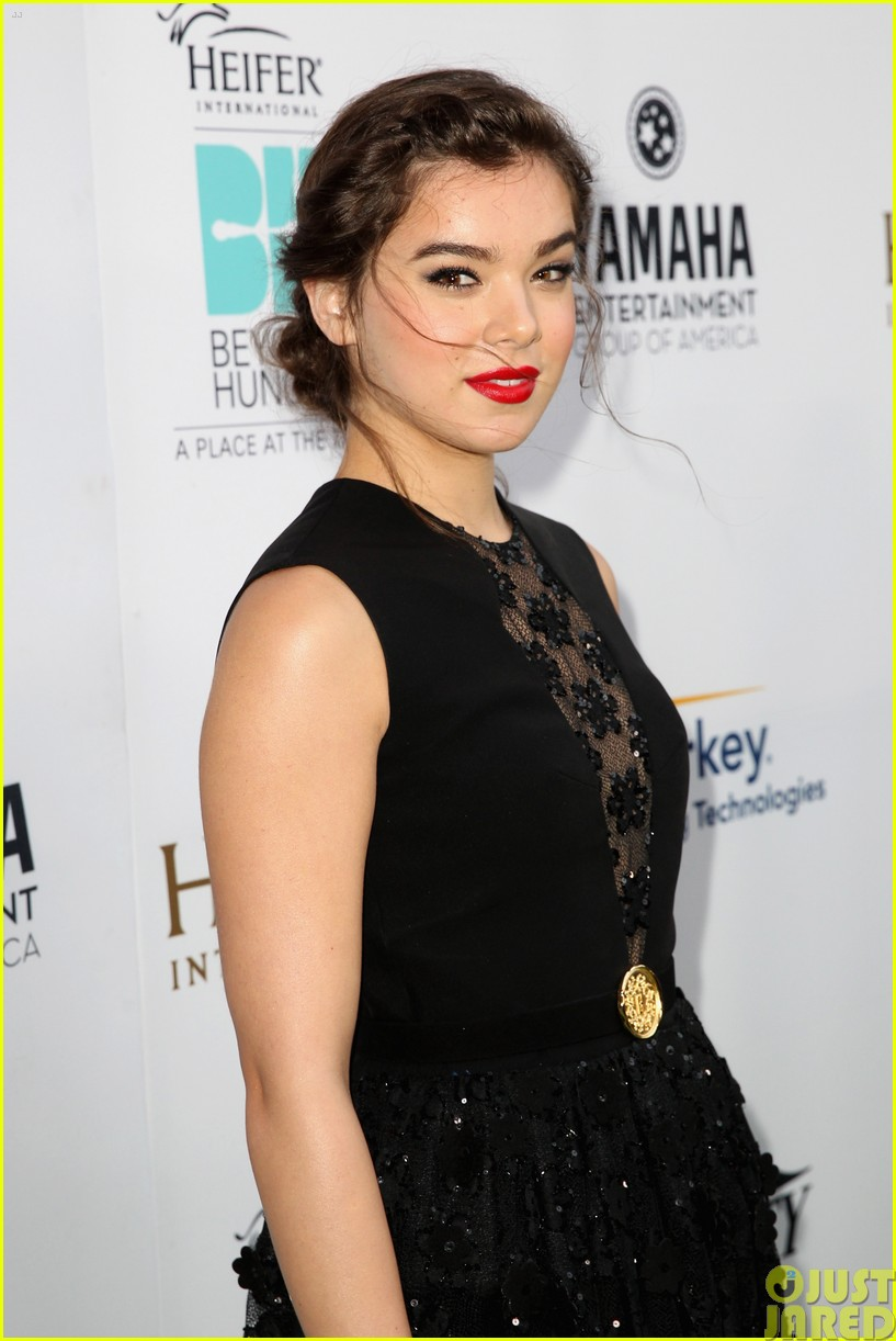 hailee steinfeld llama poses beyond hunger party 06