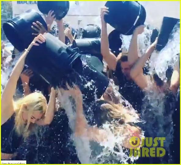 taylor swift jaime king als ice bucket challenge 033177585