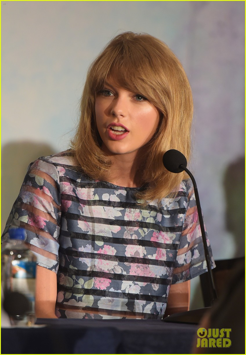 Taylor swift katie holmes amp the giver cast get together at the