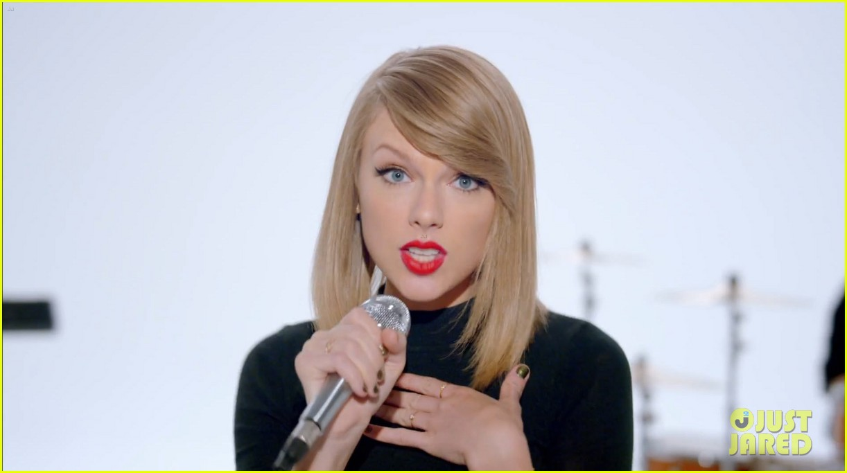 taylor swift shake it off music video 12