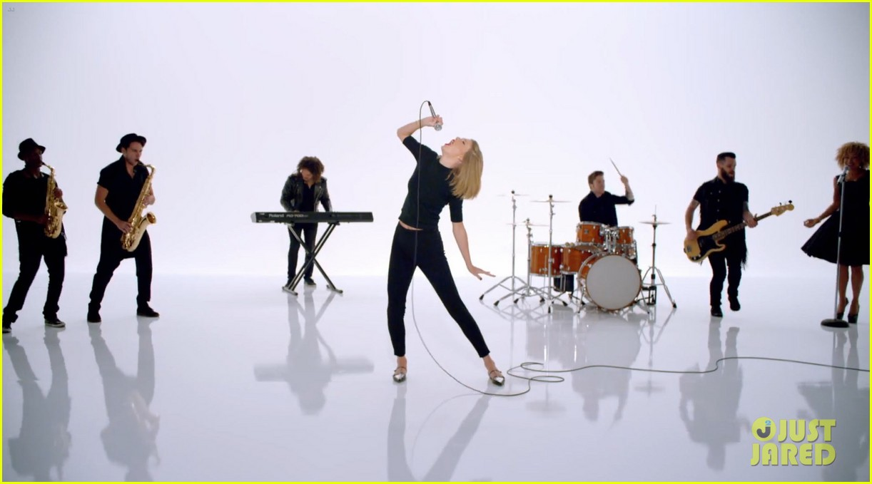 taylor swift shake it off music video 14