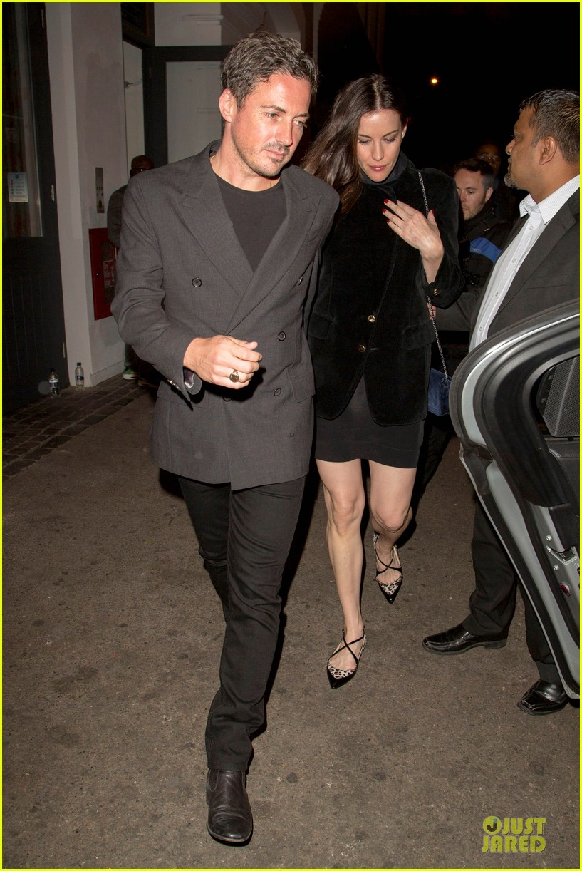 liv tyler dave gardner hold hands in london 08