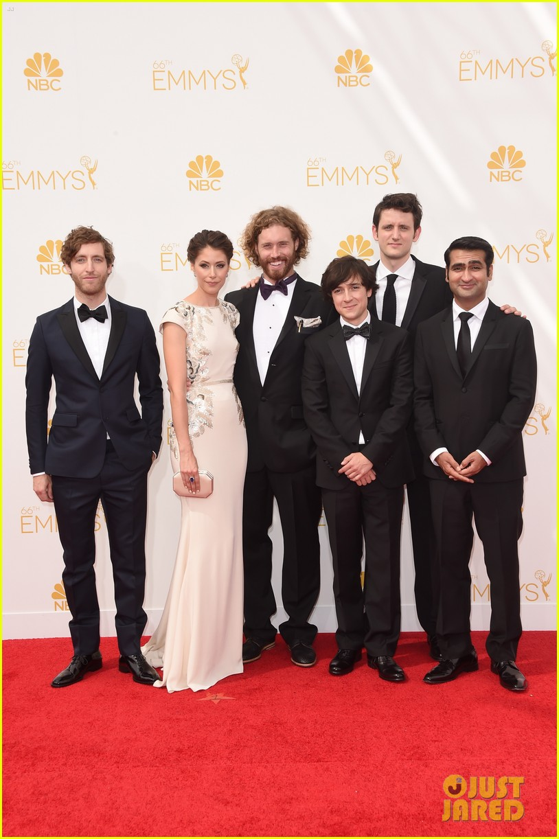 tj miller silicon valley emmy red carpet 083183804