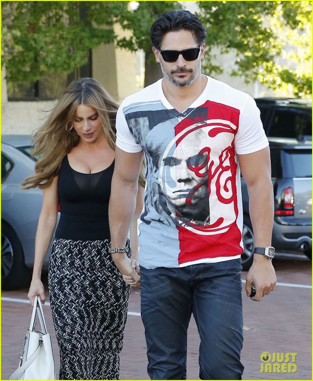 sofia vergara holds tight to joe manganiello huge bicep 023181786