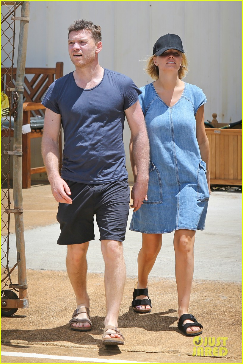 sam worthington lara bingle show off beach bodies in hawaii 123185733