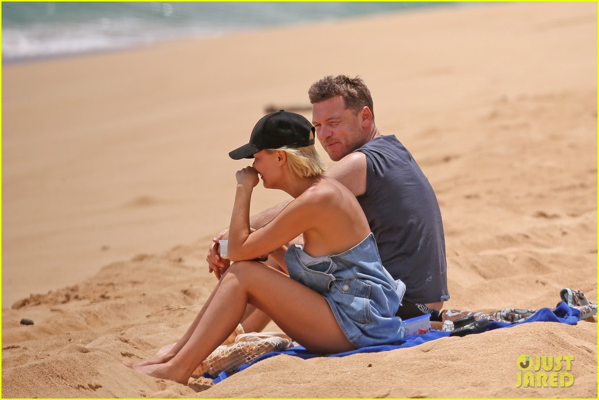 sam worthington lara bingle show off beach bodies in hawaii 25