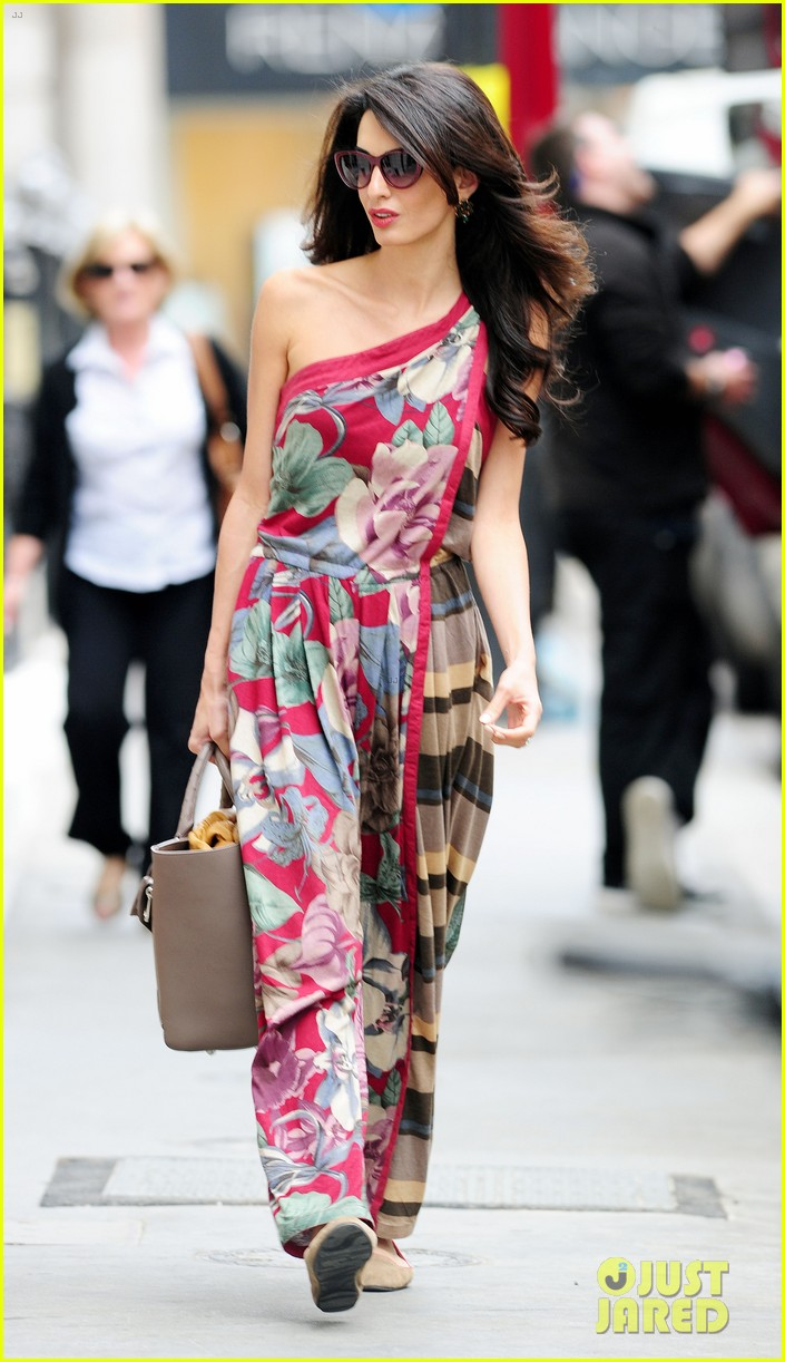 amal alamuddin goes for a fitting at alexander mcqueen 093189369