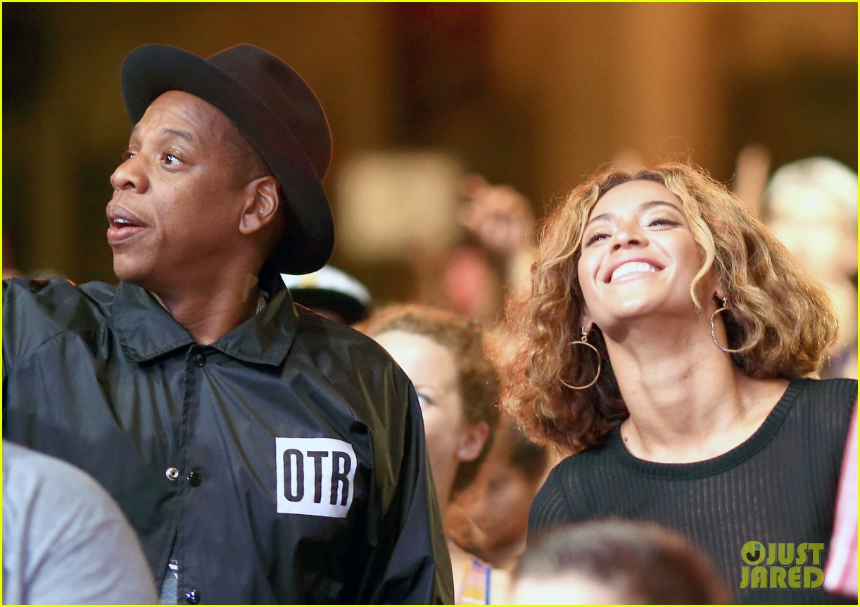 beyonce jay z combat split rumors by looking so in love 083187365