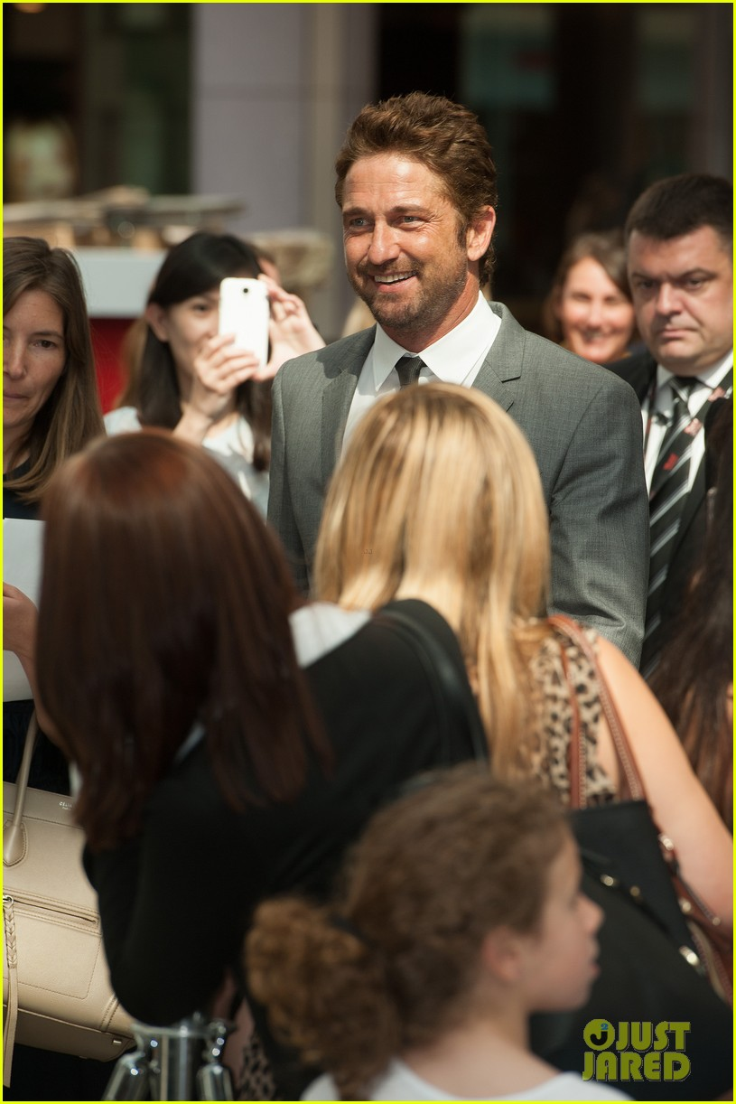 gerard butler unveiled as face of boss bottled 073187715