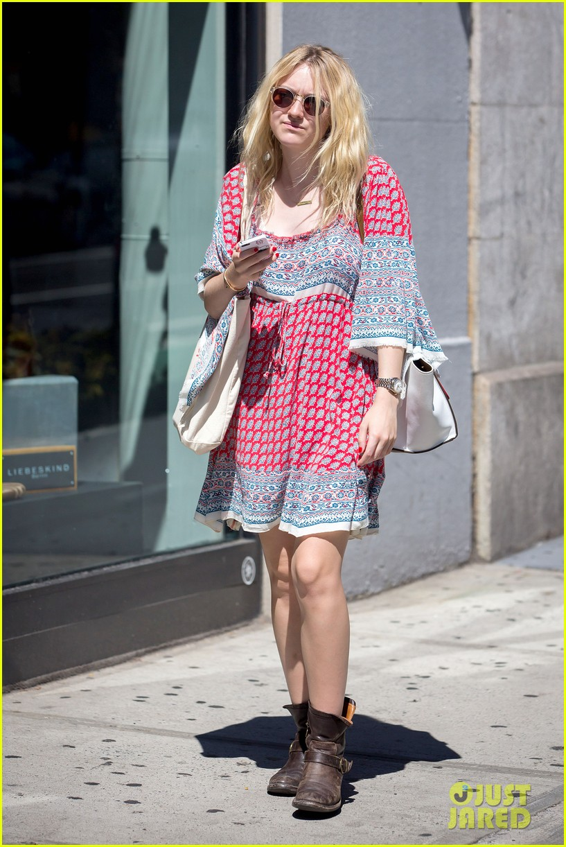 dakota fanning tries to live a normal life 08