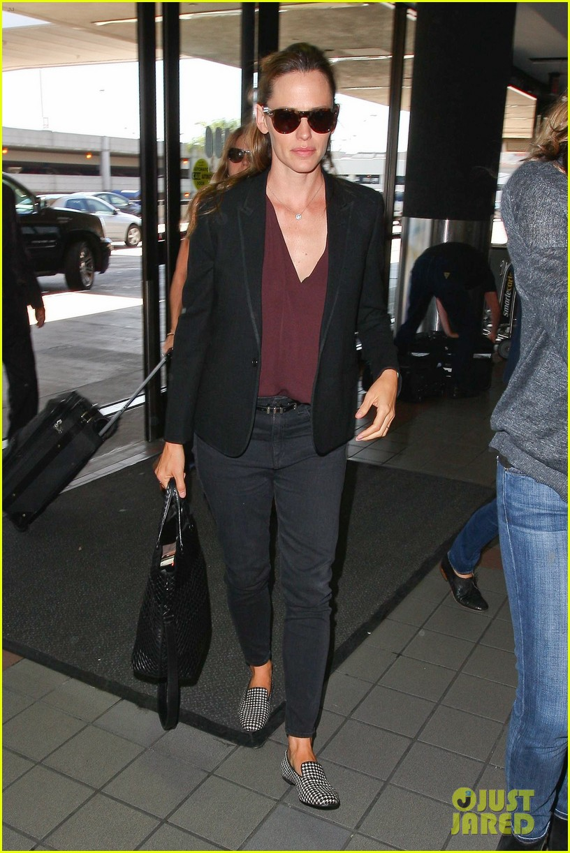 jennifer garner scott speedman land in toronto for tiff 123189436