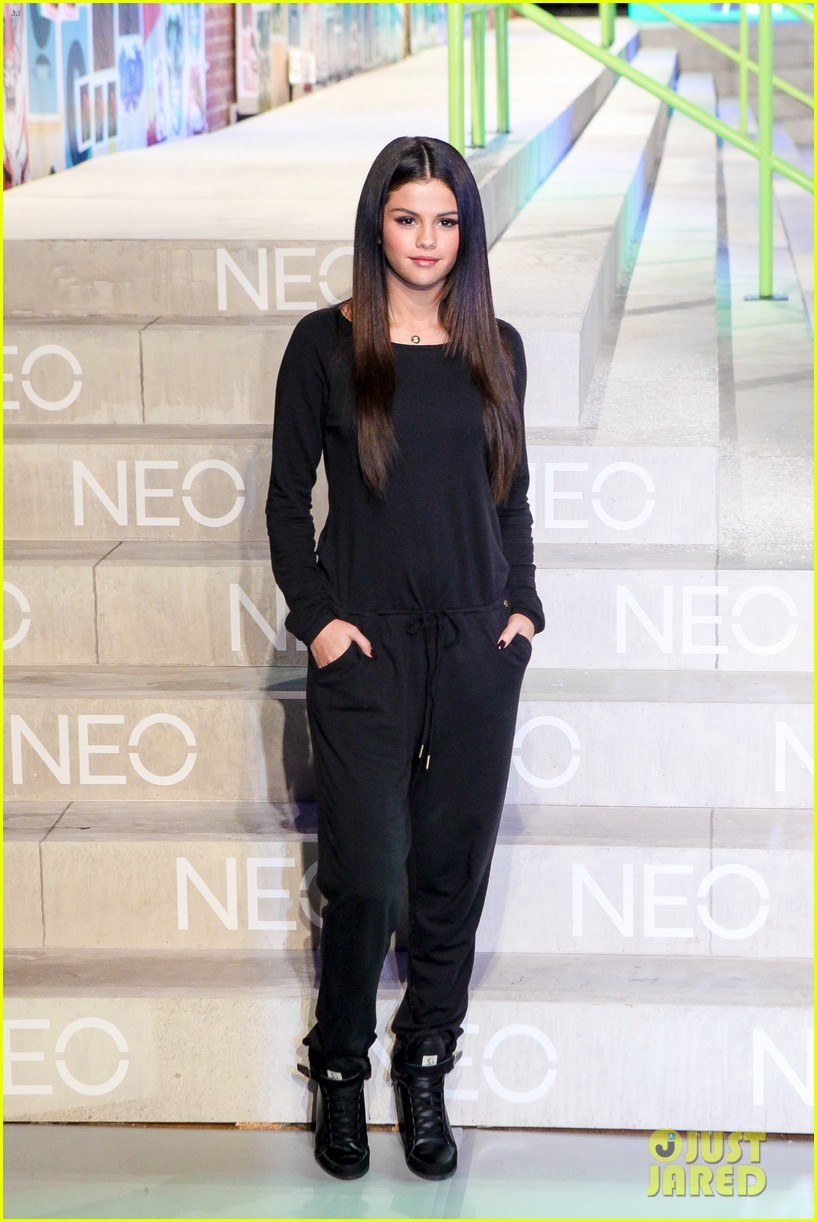selena gomez adidas neo label show 01