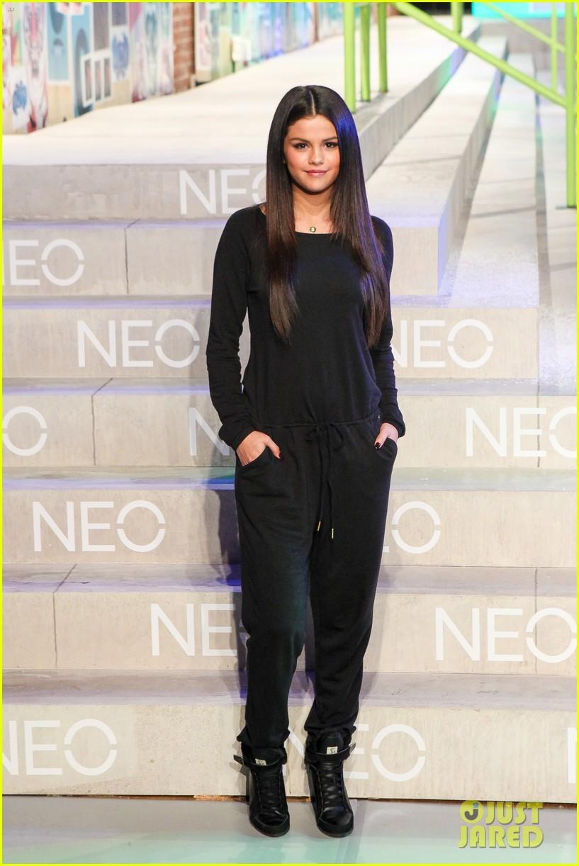 selena gomez adidas neo label show 143188703