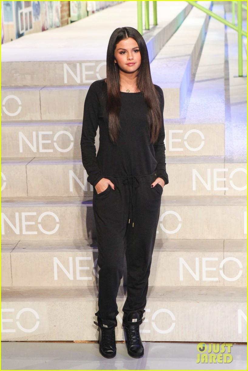 selena gomez adidas neo label show 183188707