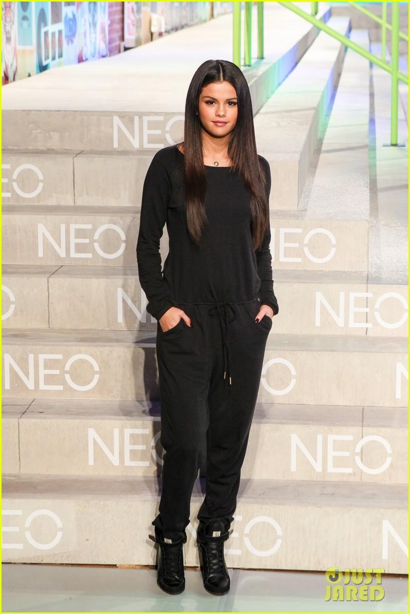 selena gomez adidas neo label show 21