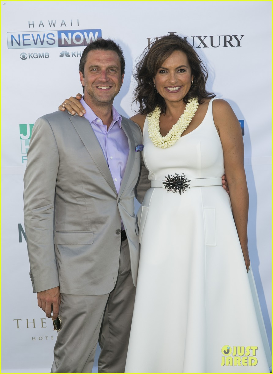 mariska hargitay finds joy in hawaii with hubby peter hermann 01