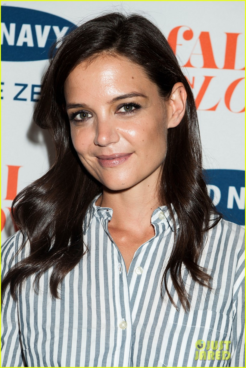 katie holmes gets temporary tattoos at joe zee nyfw event 08