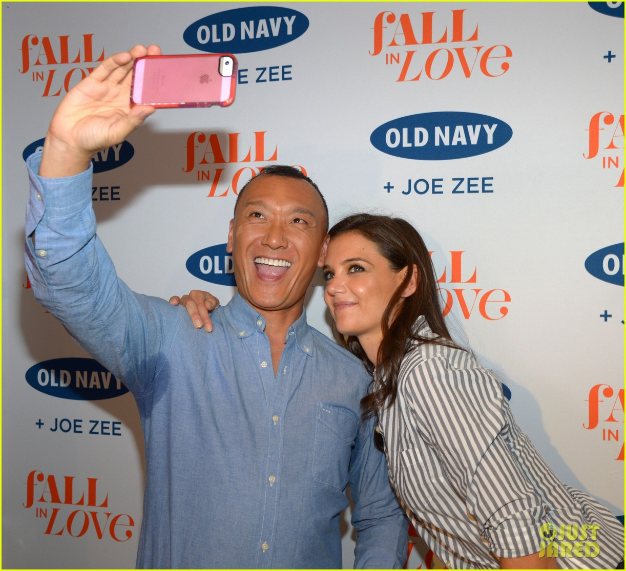 katie holmes gets temporary tattoos at joe zee nyfw event 10