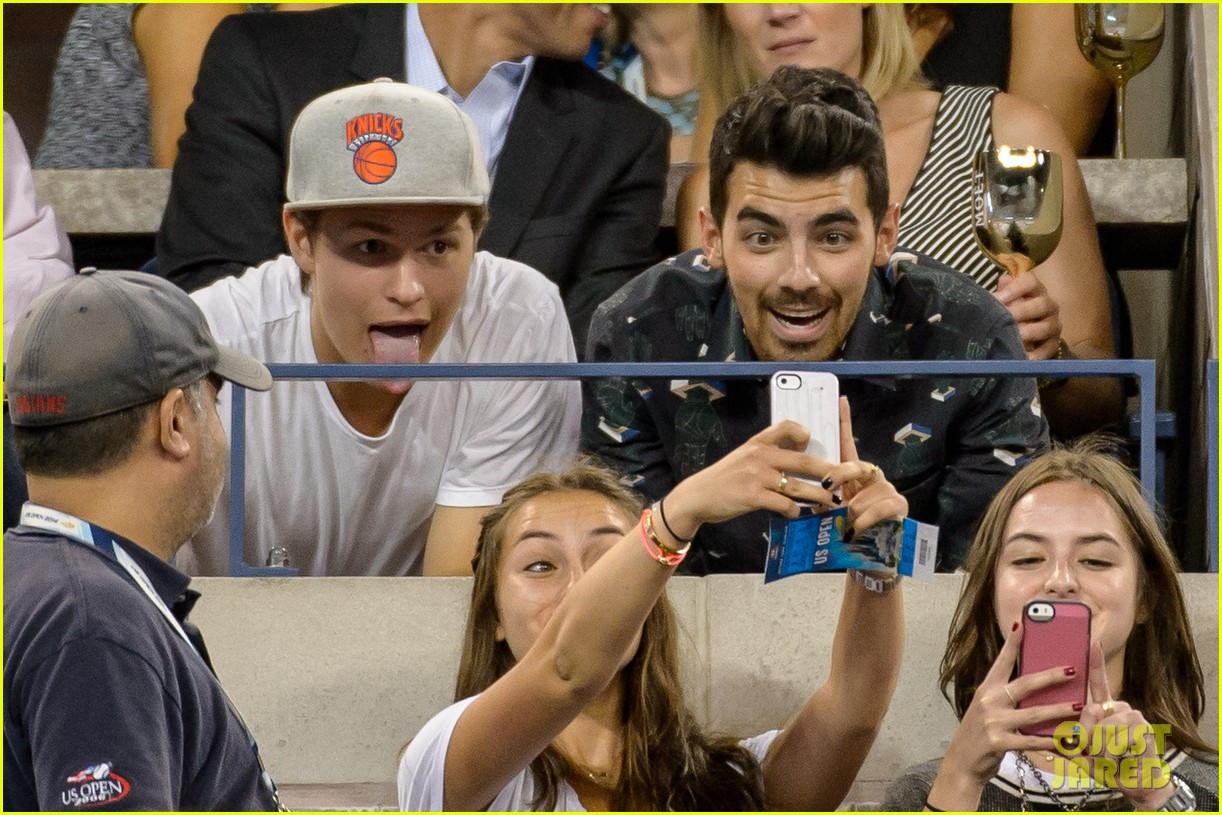 joe jonas ansel elgort fan selfies us open 2014 053189054