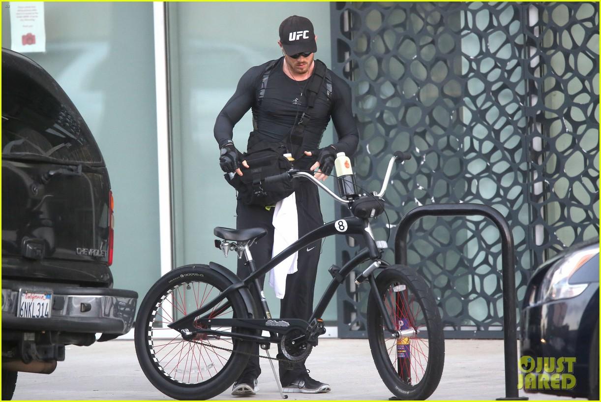 kellan lutz bikes to pilates class dinner 133189137