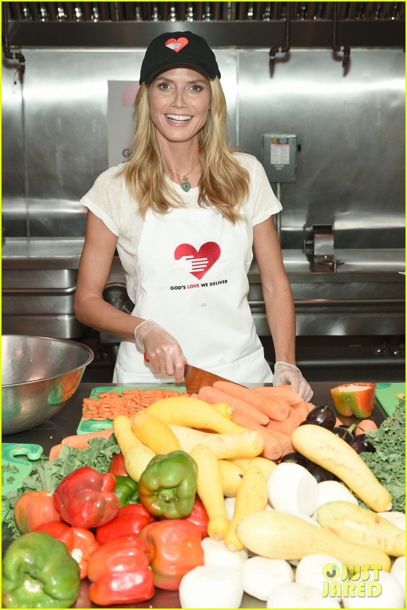 heidi klum supports joan rivers favorite charity 02