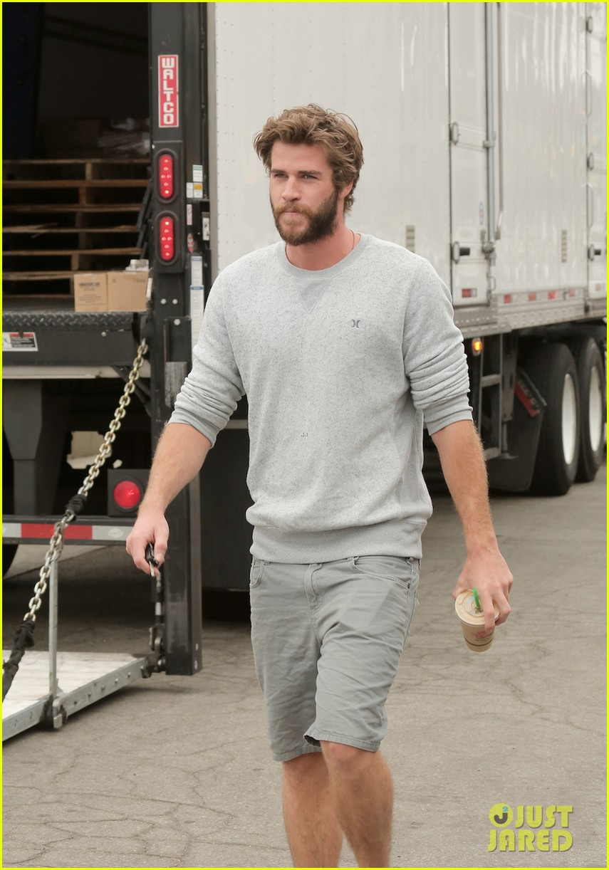 liam hemsworth steps out after miley cyrus love declaration 073189249