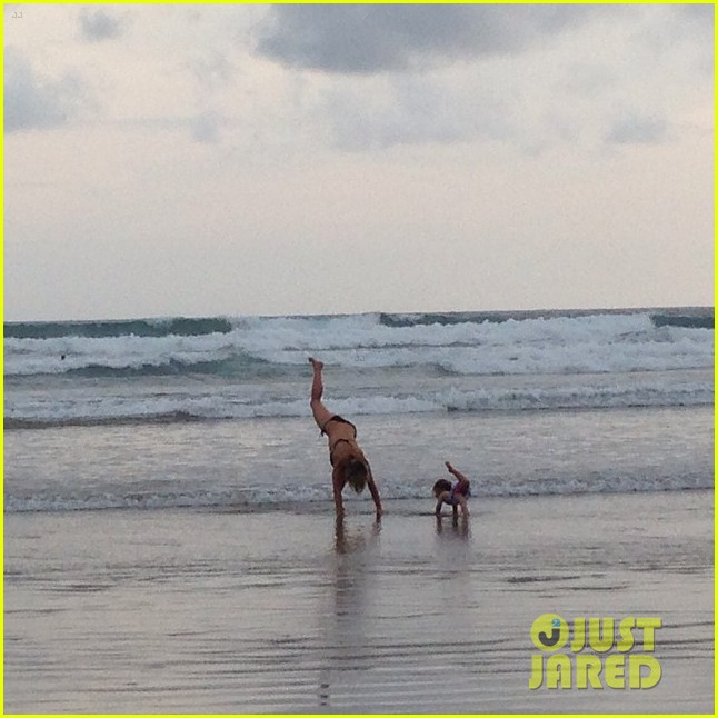 elsa pataky daughter india do yoga together on the beach 023187858