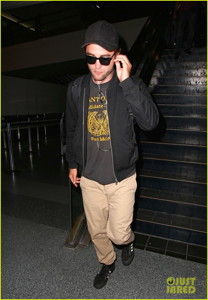 robert pattinson heads to la amid fka twigs dating rumors 01
