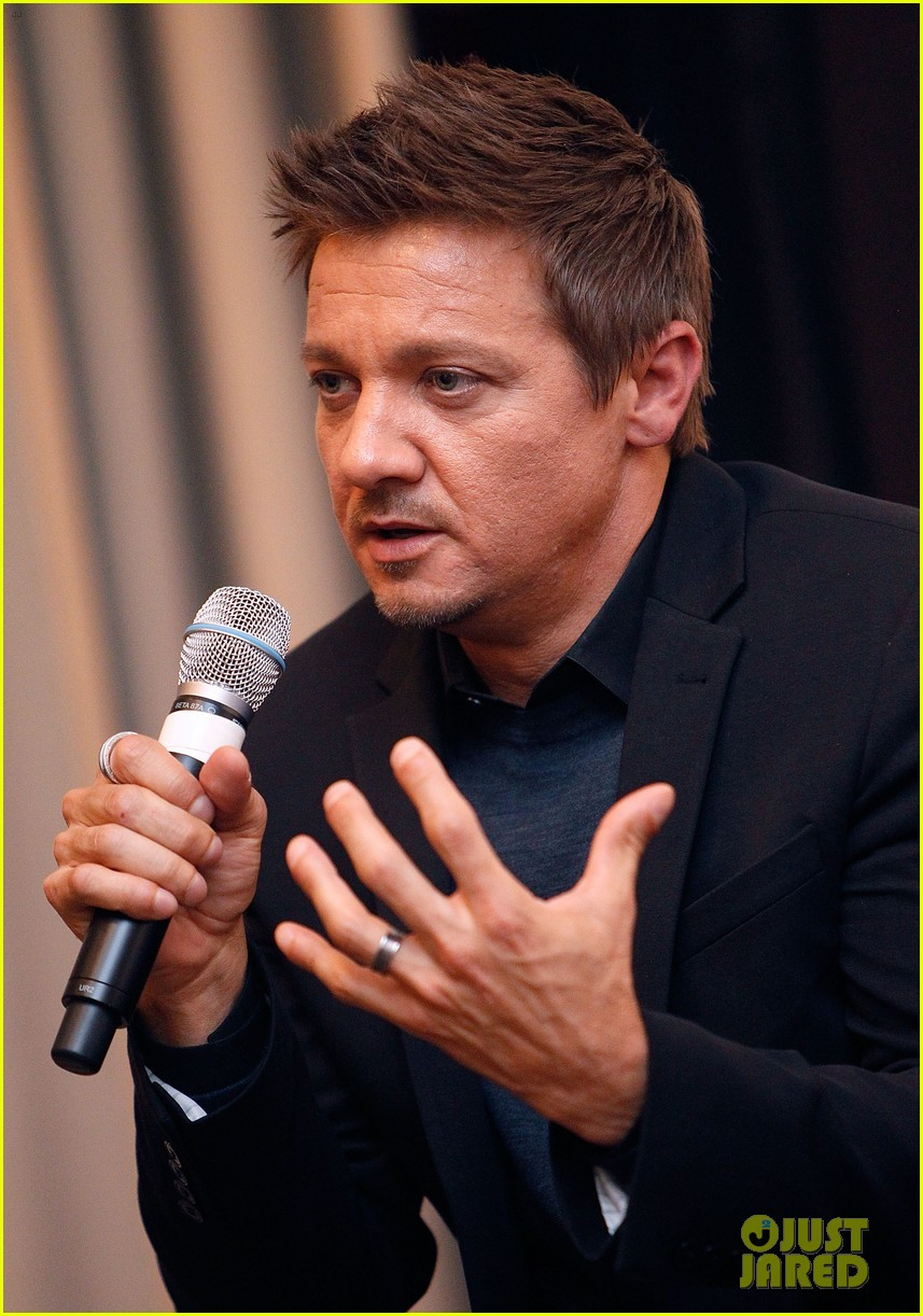 jeremy renner secretly marries sonni pacheco 023203562