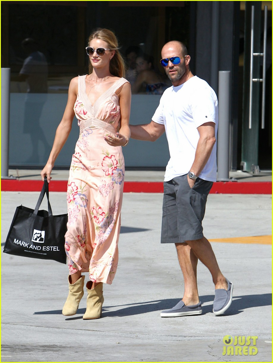 rosie huntington whiteley jason statham hold hands labor day weekend 053187250