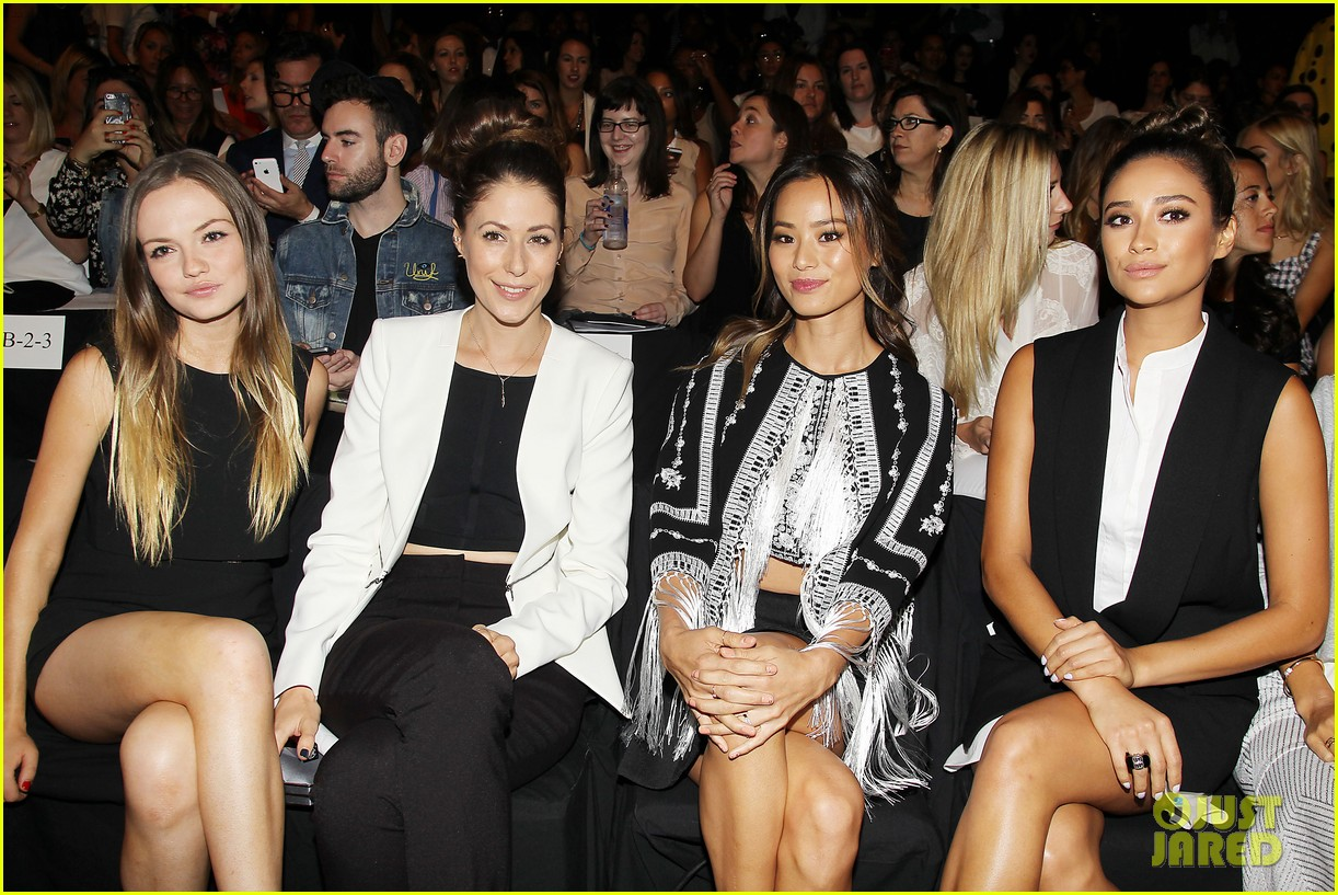 shay mitchell jamie chung bcbg fashion show 2014 133189226