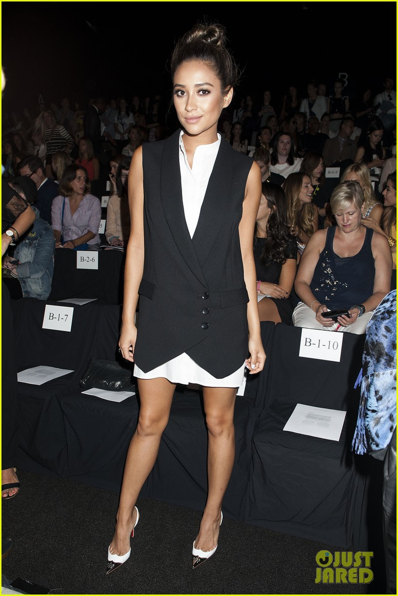 shay mitchell jamie chung bcbg fashion show 2014 173189230