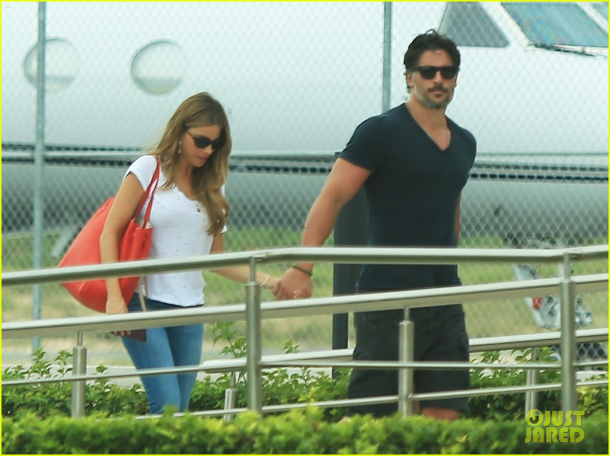 sofia vergara joe manganiello hold hands after romantic getaway 02