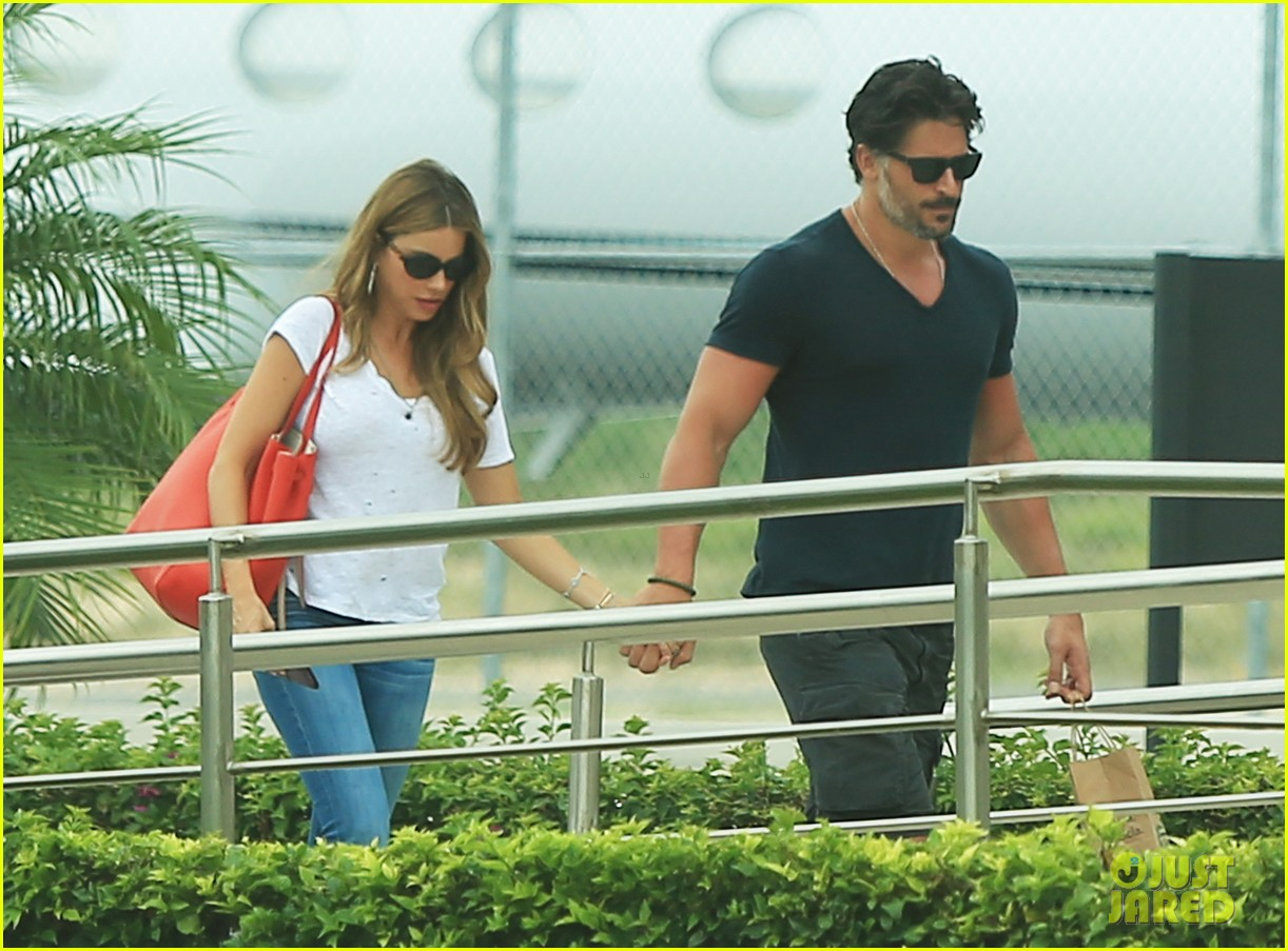 sofia vergara joe manganiello hold hands after romantic getaway 16