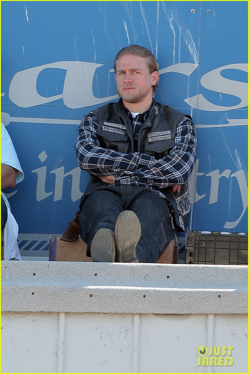 charlie hunnam sons of anarchy plaid 033226950