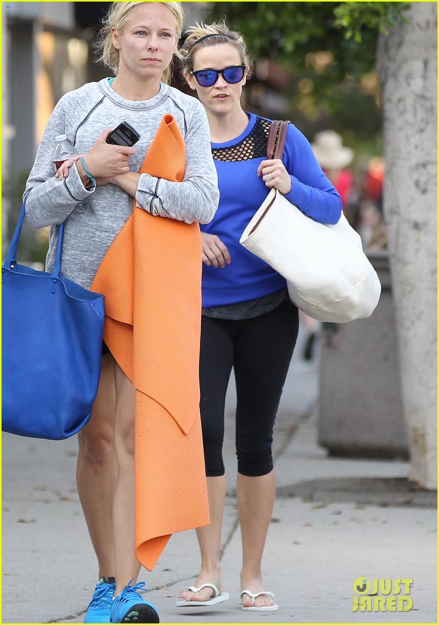 Full Sized Photo of reese witherspoon renee zellweger join team nanci ... Renee Zellweger