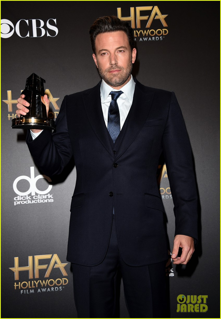 http://cdn03.cdn.justjared.com/wp-content/uploads/2014/11/affleck-hfa/ben-affleck-hollywood-film-awards-2014-11.jpg