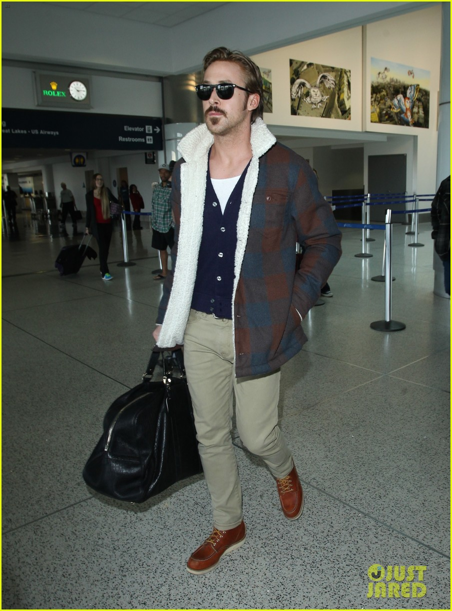 ryan gosling jets to los angeles after nice guys scenes 243243201