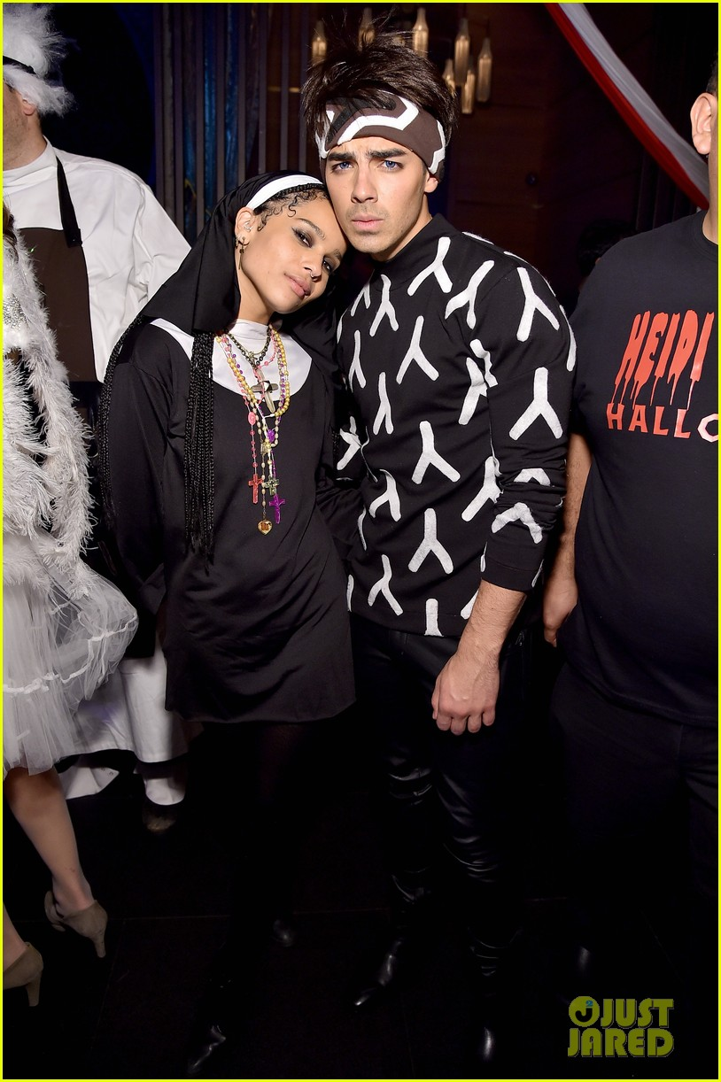 joe jonas zoe kravitz represent young hollywood at heidi klums halloween party see their costumes here photo 3232170 joe jonas nolan gerard funk - Joe Jonas Halloween