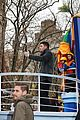 nick jonas thanksgiving day parade 02