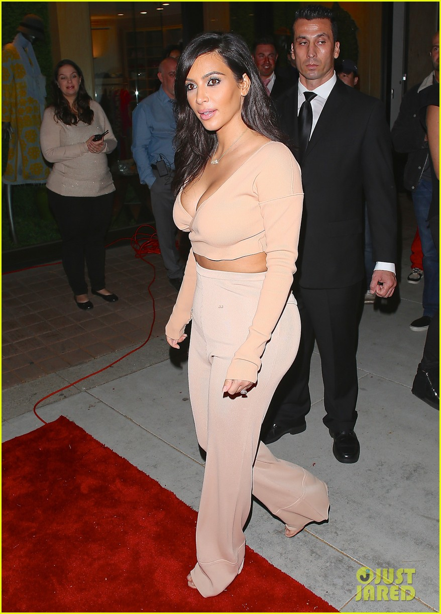 kim kardashian steps out for the first time after paper