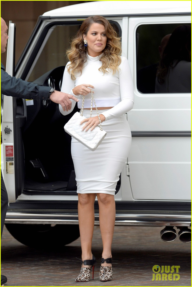 Kim U0026 Khloe Kardashian Celebrate Kourtneyu0027s Baby Shower