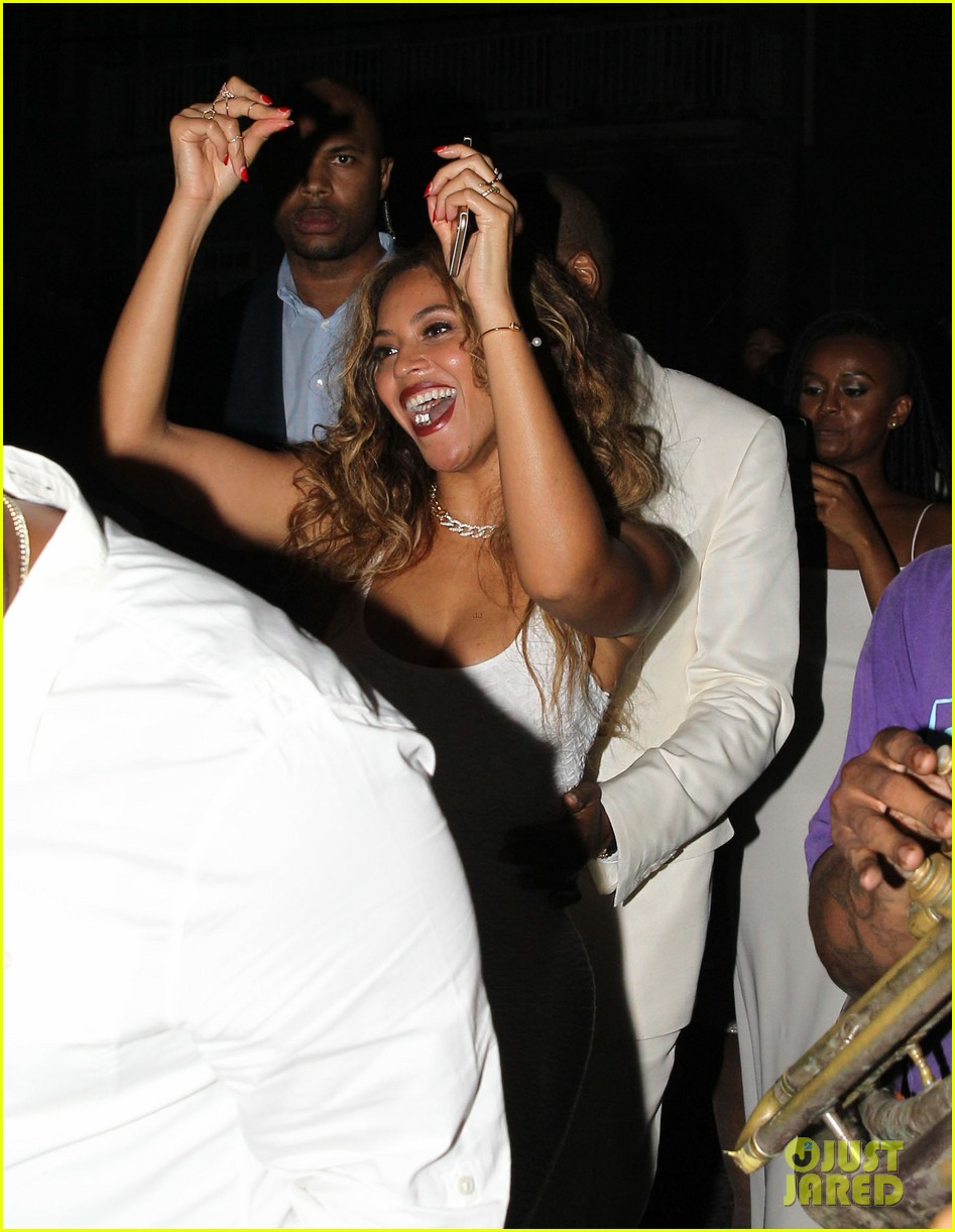 Beyonce Jay Z Celebrate Solange Knowles Wedding To Alan Ferguson At New Orleans Second Line Parade Photo 3243971