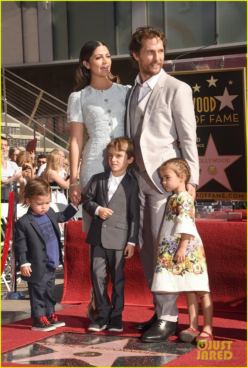 Full Sized Photo of matthew mcconaughey family hollywood ...