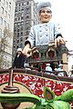 idina menzel allison williams macys thanksgiving day parade 03