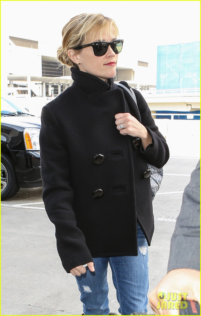 reese witherspoon flys from la 01