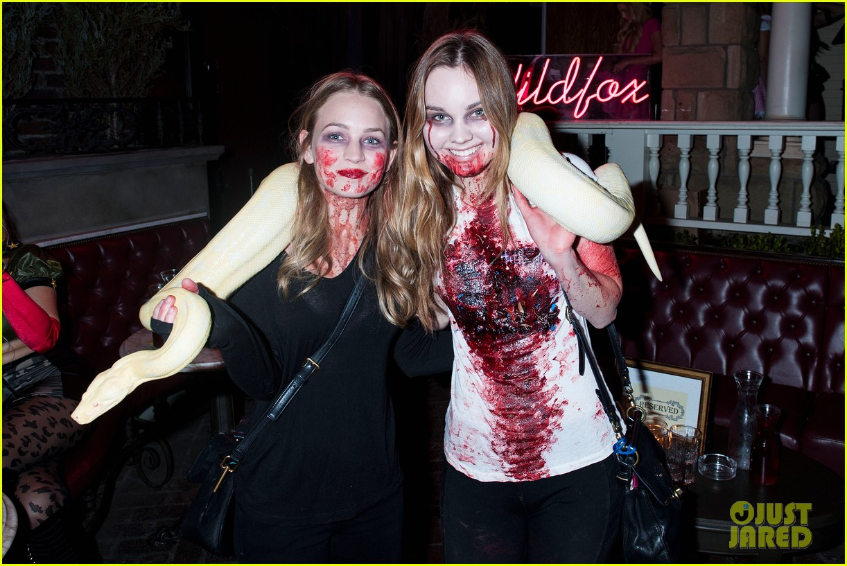 britt robertson liana liberato go wild with a snake at just jareds halloween party photo 3234170 2014 halloween 2014 just jared halloween party - Wild Halloween Party