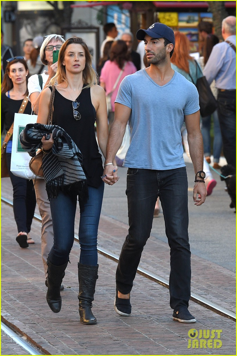 The gallery for --> Justin Baldoni And Emily Foxler